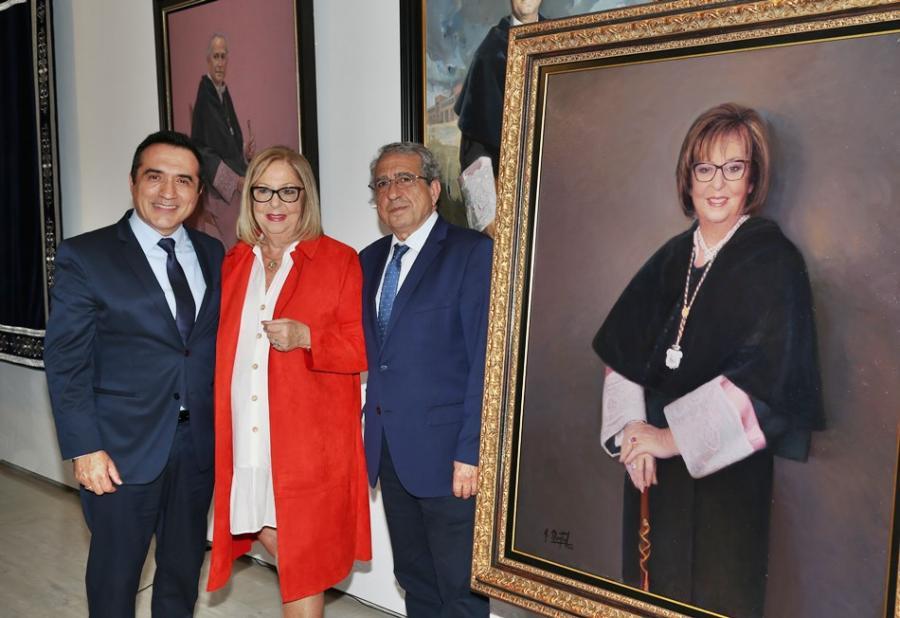 Actual Actual Adelaida de la Calle retratada por el pintor Antonio Montiel para la galería de rectores de la Universidad de Málaga