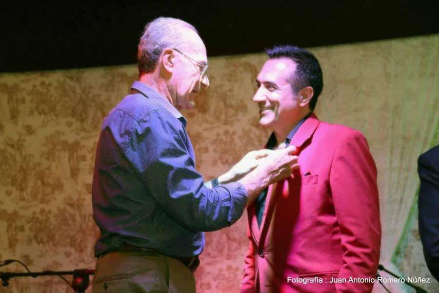 """Actual Actual Antonio Montiel galardonado con la primera """"Canasta de Oro"""" en la Feria de manos del alcalde de Málaga"""